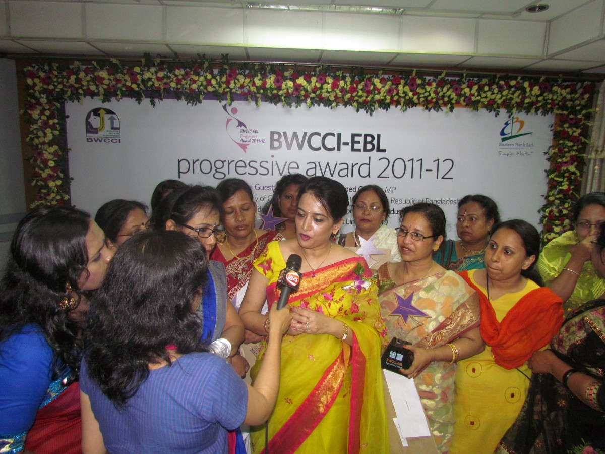 Selima Ahmad giving interview during progressive award cerem ony